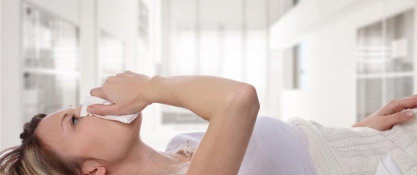 vörös foltok jelentek meg a gyomorban a férfiaknál pikkelysömör kezelése lamininnal
