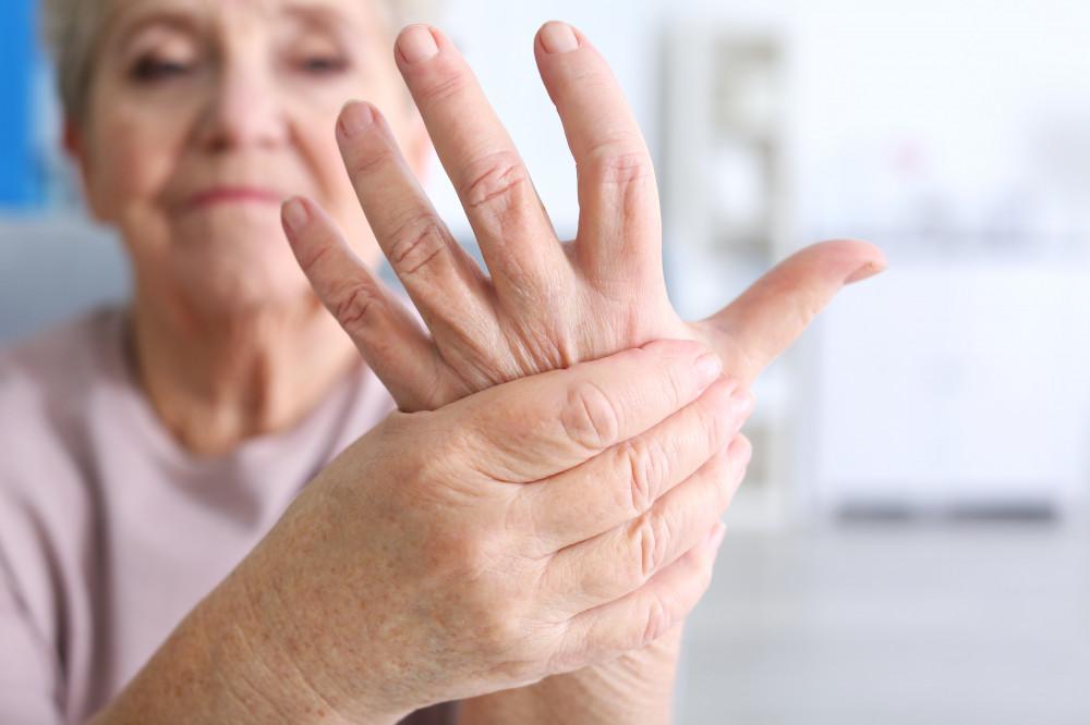 Főleg nőket érint a reheumatoid arthritisz autoimmun betegség.